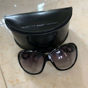 Marc Jacobs Black and Chain Side Sunglasses w/Case